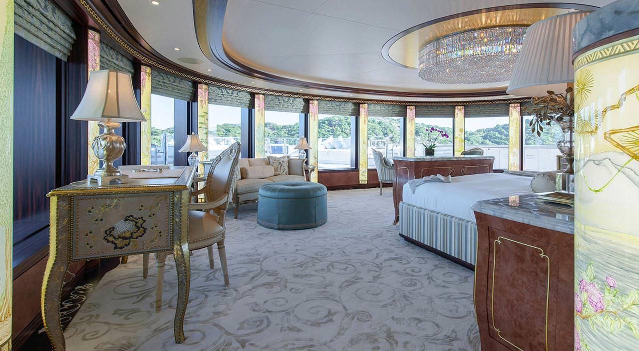 Solandge Super Yacht
